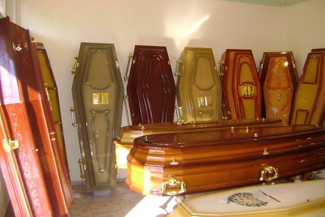 """Funerária recebe 73 cadáveres em 72 horas em BH por """"insuficiência respiratória aguda"""", """"pneumonia crônica"""" e """"pneumonia aspirativa"""""""
