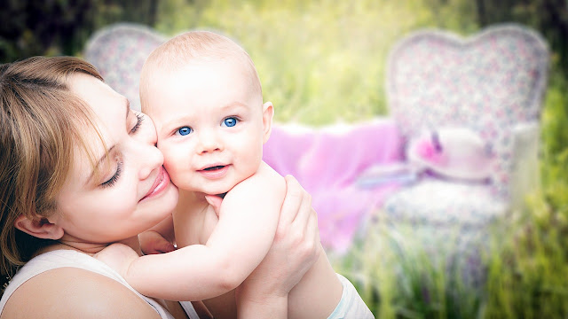 Foto Ibu dan bayi sehat dan lucu