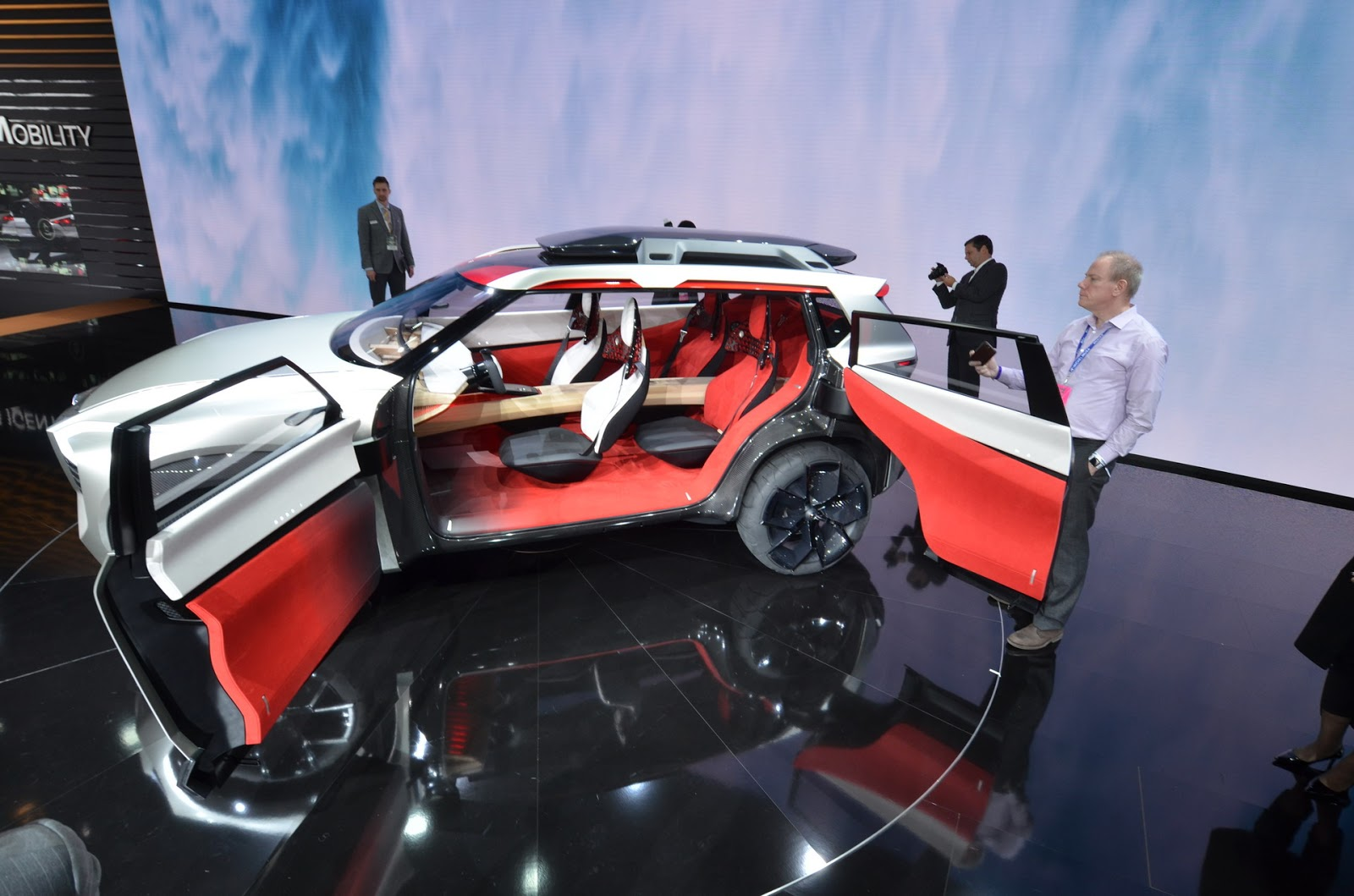 Nissan-Xmotion-Concept-2.JPG