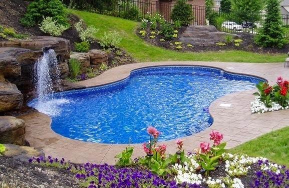 Piscinas lindas y modernas en fotos piscinas con ca da de for Diseno de piscinas con toboganes