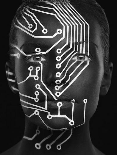body paint con el tema de tecnologia