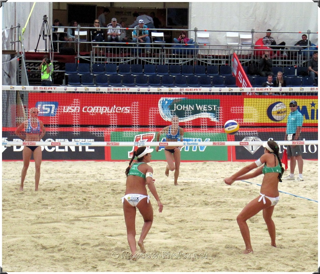 Attack combination of Brazilian beach volleyball team