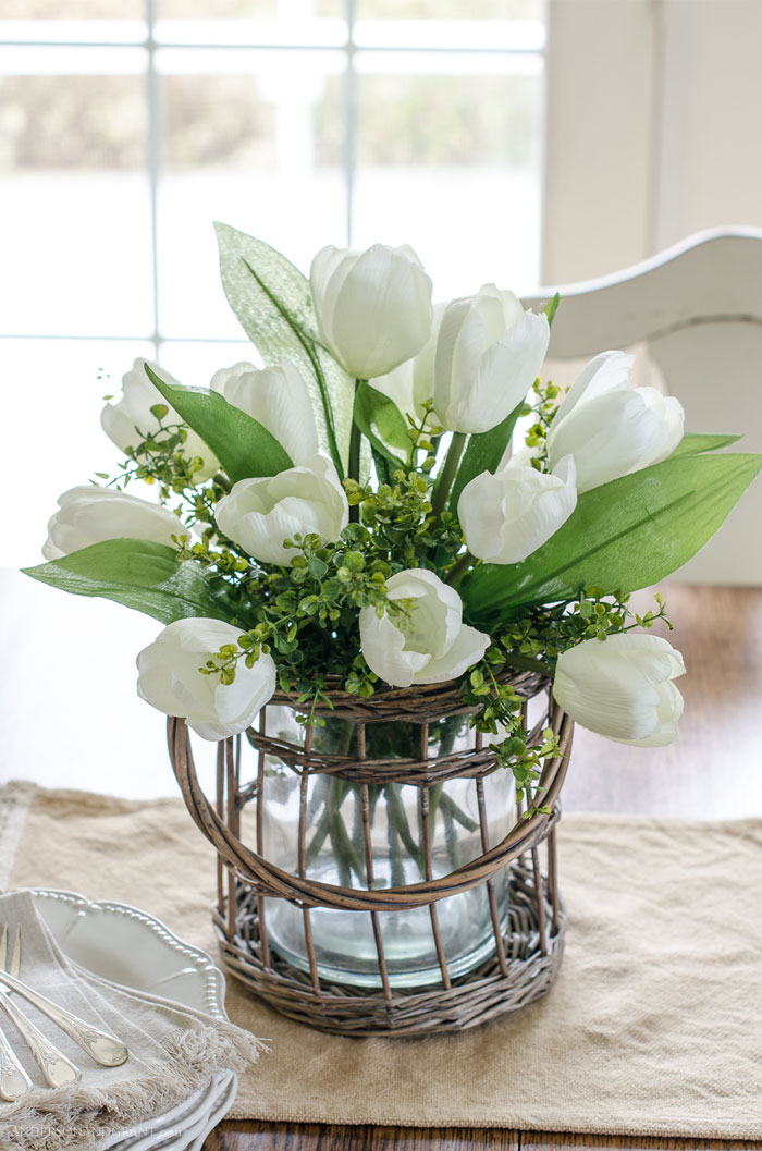 Check out this great tutorial for realistic flower arranging using fake craft store flowers #DIY #DIYdecor #decorating #flowerarranging
