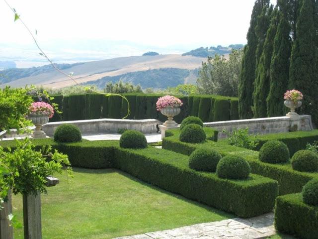 Hàng rào cây xanh hình Oval kiểu Pháp