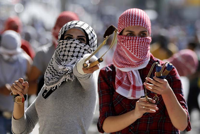2 Wanita Palestina Menusuk Penjaga Keamanan Israel
