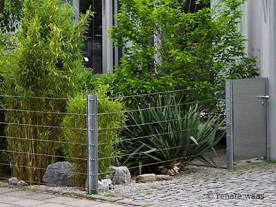 Gartenzaun, Metallzaun, verzinkte Zaunpfosten, Spanndraht