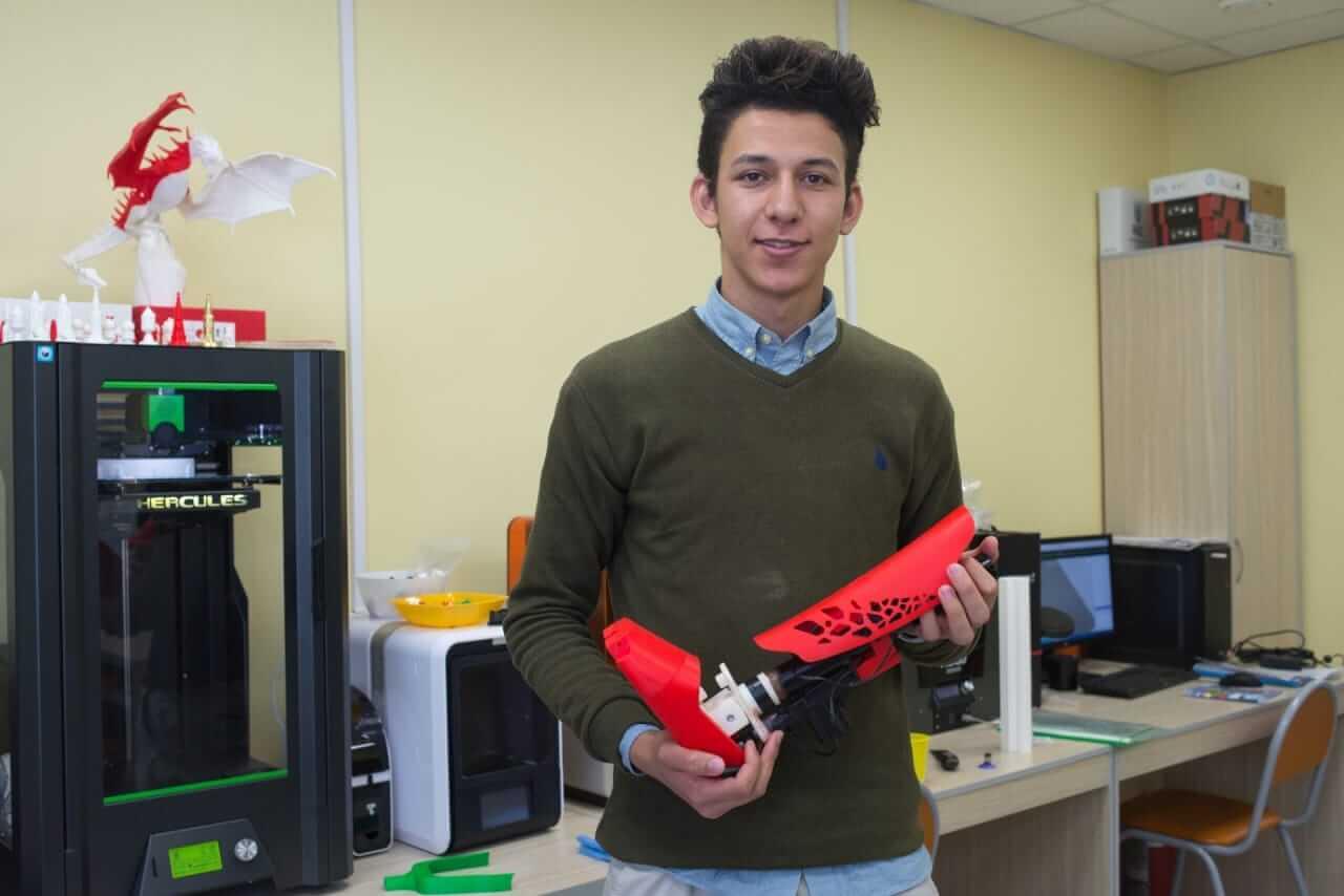 """قصة نجاح طالب هندسة في روسيا """"منصور"""" الاول في مسابقة تكنولوجيا الفرص بروسيا"""