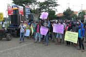 Puluhan Warga Blokade Pintu Masuk PT TPPI Tuban