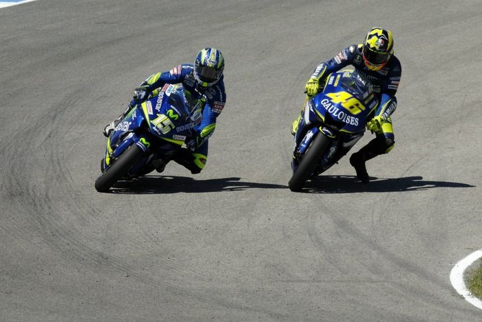 Hampir Semua Pembalap MotoGP Mengikuti Gaya Valentino Rossi Yang Satu Ini!