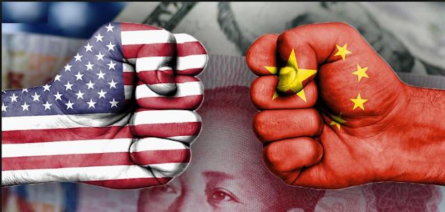 الرئيس الأمريكي دونالد ترامب يصفع شركة أبل بقرار فرض 10 بالمئة كتعرفية جمركية إضافية على منتجاتها القادمة من الصين.