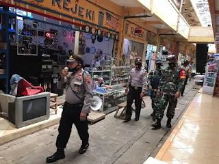 Operasi Yustisi Gabungan TNI-POLRI-SatPol PP Lakukan Penegakan Protokol Kesehatan Covid-19 di Pasar Dan Pantai