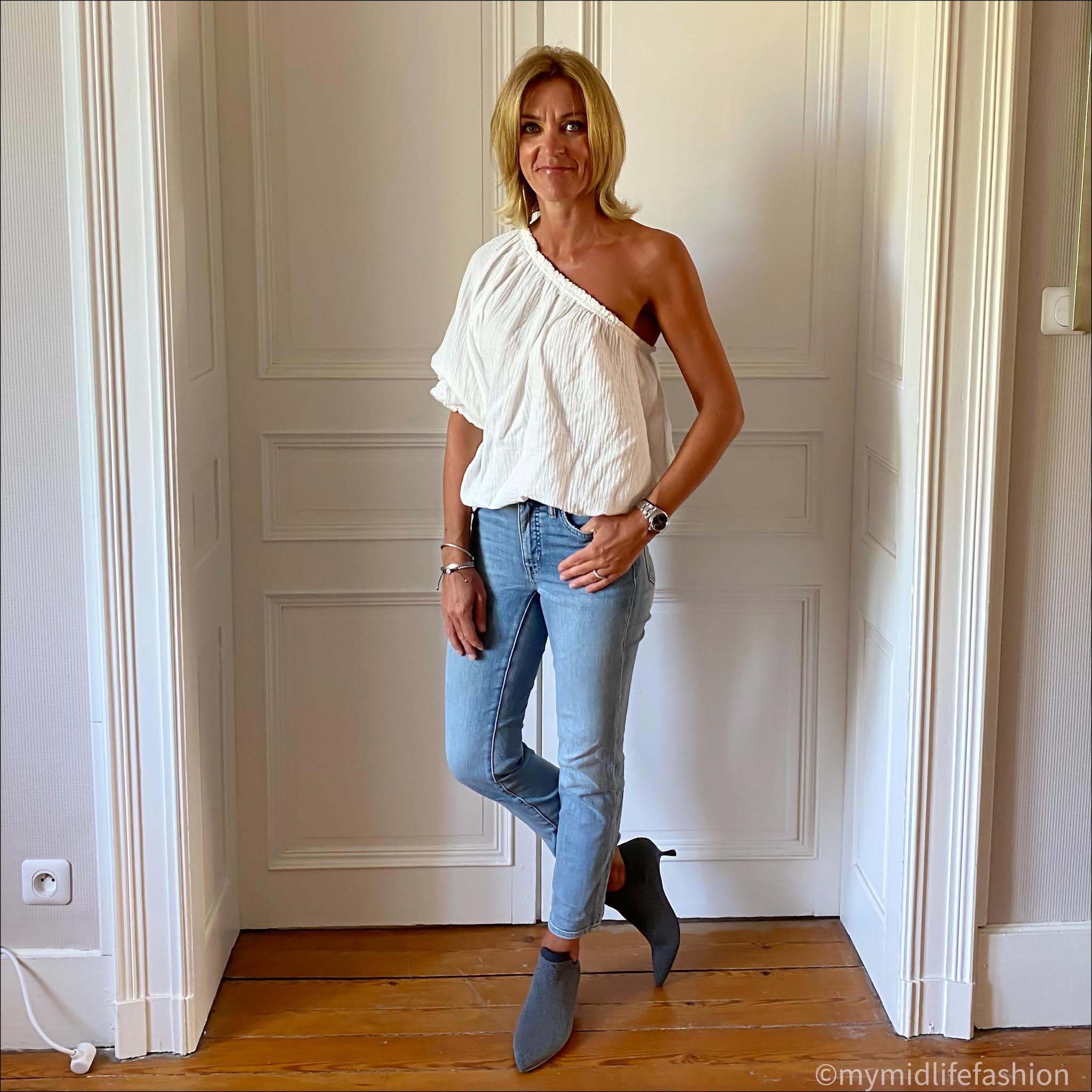 my midlife fashion, vivaia collection, vivaia collection rich grey ankle boots, grunge mama Amy top, Ralph Lauren straight legged cropped jeans