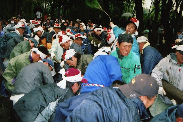 Kagi-Hiki matsuri (Log Tugging Battle) at Nakatsu Shrine, Kanoya, Kagoshima Pref.