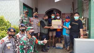 Banjir Tak Kunjung Surut, Dandim Pekalongan Bersama Forkopimda Bagikan Logistik Kepada Warga