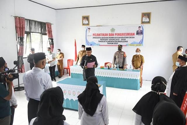 Anas Jusuf Lantik 10 Anggota BPD di Kecamatan Paguyaman Pantai.lelemuku.com.jpg