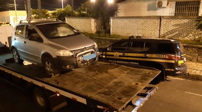 Umbaúba: PRF recupera na BR 101 carro roubado horas antes em Itabaiana
