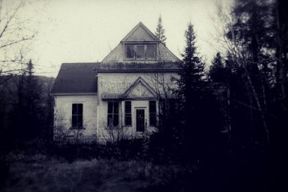 Rumah Angker Bekas Kuburan