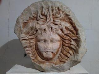 El gorgoneion de la medusa, icono de L'Hospitalet