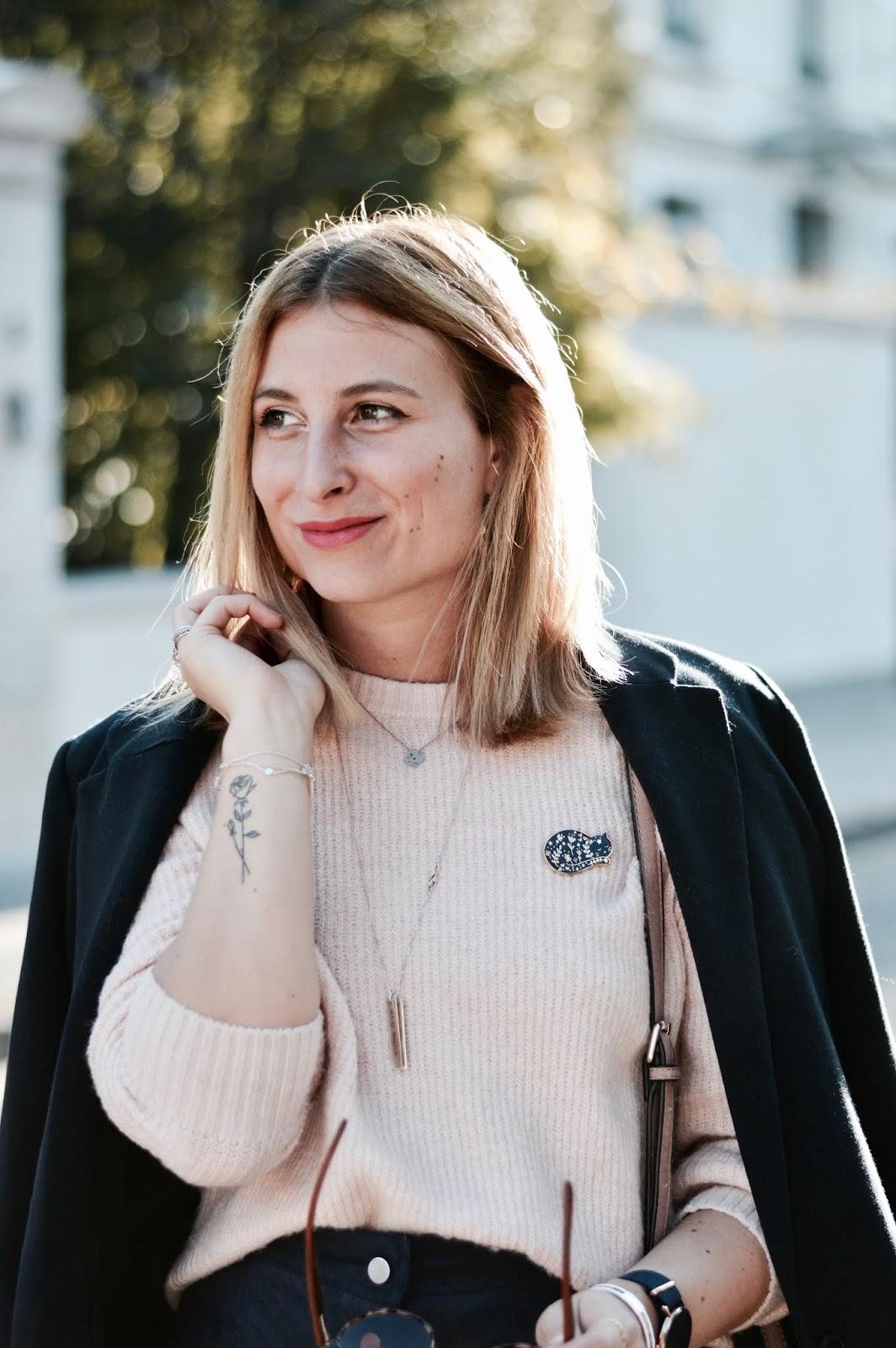 look femme automne : maille et jupe suédine