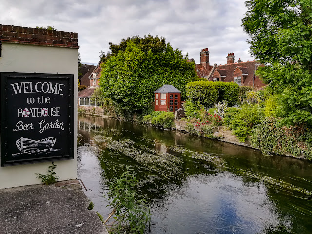 Photo of the Boathouse sign on the River Avon