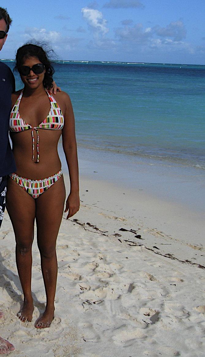 Indian Gf Indian Girl In Bikini At Goa Beach Downblouse-5622