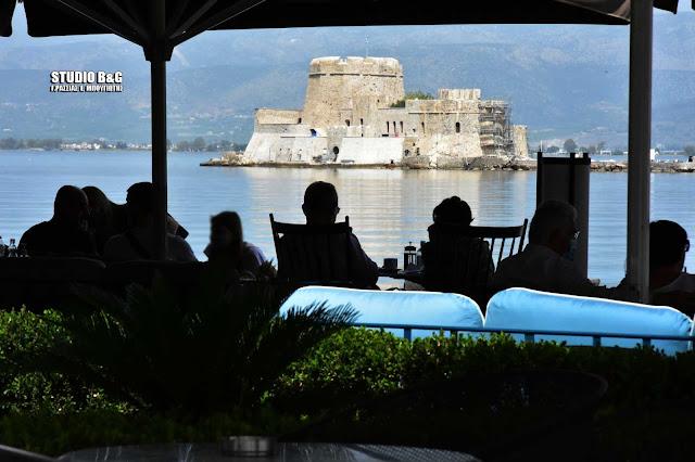 Άνοιξε η αυλαία της εστίασης και στο Ναύπλιο - Ο κόσμος έπιασε τραπέζι παραλία