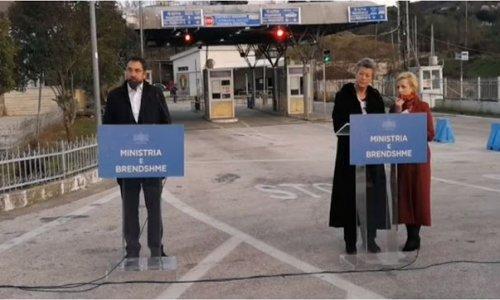 Την Frontex που είναι εγκατεστημένη στην Κακαβιά και συνδράμει τις Αλβανικές αρχές επισκέφθηκε η Ευρωπαία Επίτροπος Ίλβα Γιόχανσον αρμόδια για εσωτερικά θέματα και μετανάστευση συνοδευόμενη από τον Αλβανό Υπουργό Εσωτερικών Μπλέντι Τσούτσι.