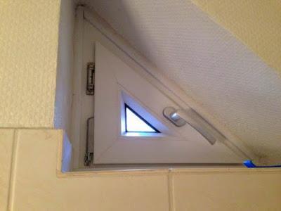 Sinnloses kleines Fenster im Bad