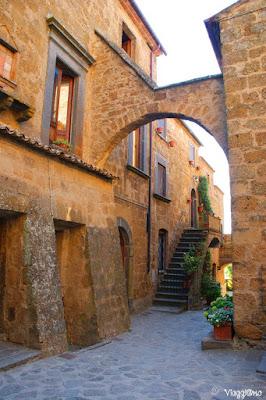 Le splendide case medievali di Civita