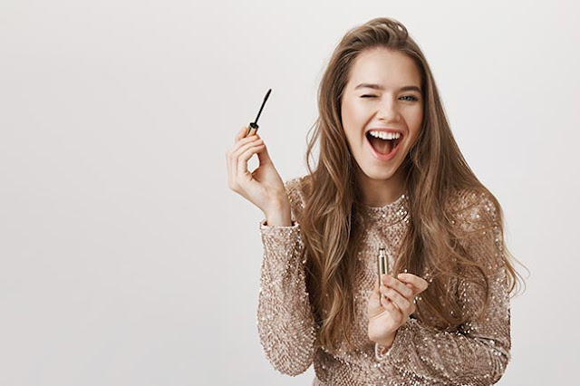 smiling-beautiful-woman-using-mascara