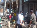 Tanam Jariyah, Pegawai Puskesmas Dobar Sumbang Semen di Masjid-Masjid