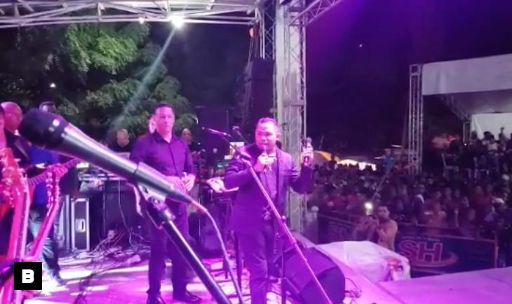 Video: Coronel apaga micrófono a Joe Veras durante concierto en Villa Tapia