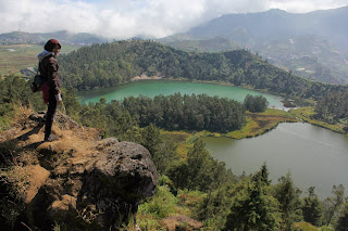 color lake, dieng plateau