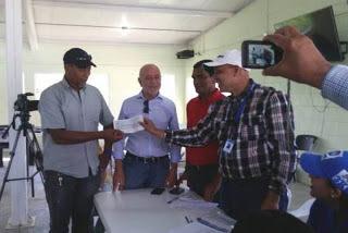 BARAHONA: Indrhi paga parceleros Monte Grande afectados desvío Yaque del Sur