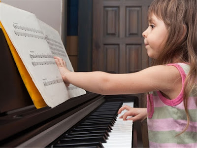 Giải đáp tất tần tật mọi băn khoăn của bạn khi mua piano điện cho bé