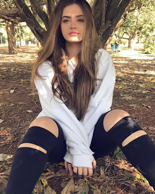 outfits casuales de verano con jeans rotos negros tumblr