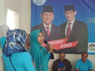 Salah seorang relawan saat mendeklarasikan diri mendukung Prabowo-Sandiaga Uno