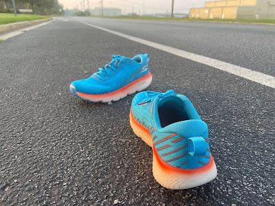 pair of maxroad 5 on the road. heel seen of the initial pair