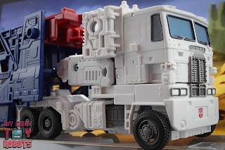 Transformers Kingdom Ultra Magnus 52