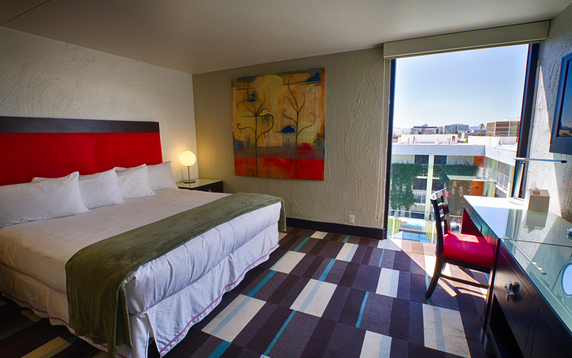 The Clarendon Hotel and Spa by GreenTree is a Stylish Modern Boutique hotel located in the heart of Phoenix, close to the convention center, museums, shopping, and local attractions.