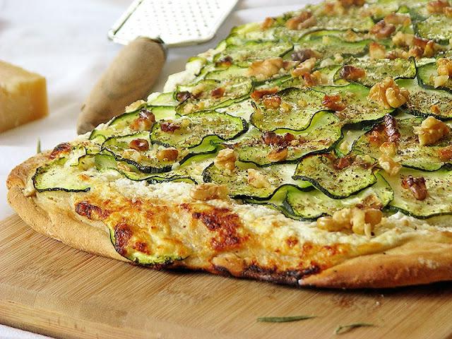 Pizza végétarienne et bio à la courgette