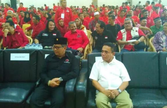 Irwandi Yusuf Hadiri Rakerda PDIP Aceh