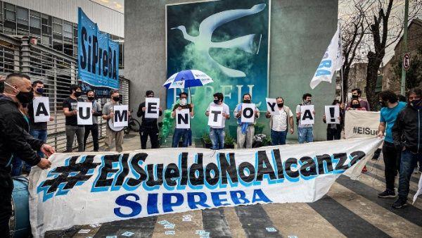 Trabajadores de prensa argentinos protestan por salarios justos
