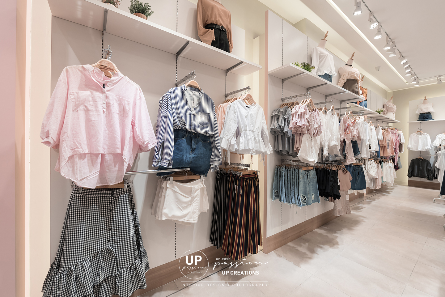 Sunway pyramid tapas fashion wall racking with white color back panel and covelight for a highlight