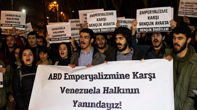 Turcos muestran su apoyo al presidente Nicolás Maduro