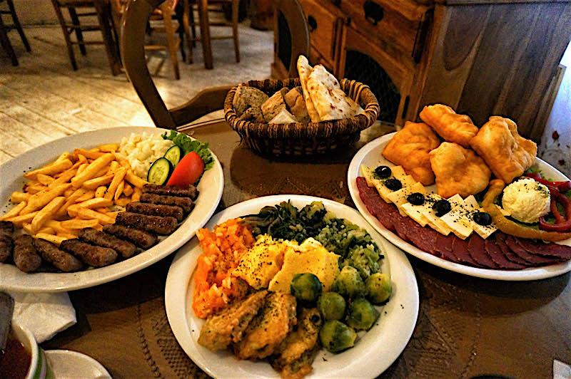 jedzenie w Bośni, jedzenie na Bałkanach, podróż do Bośni, podróż na Bałkany, restauracja w Bośni