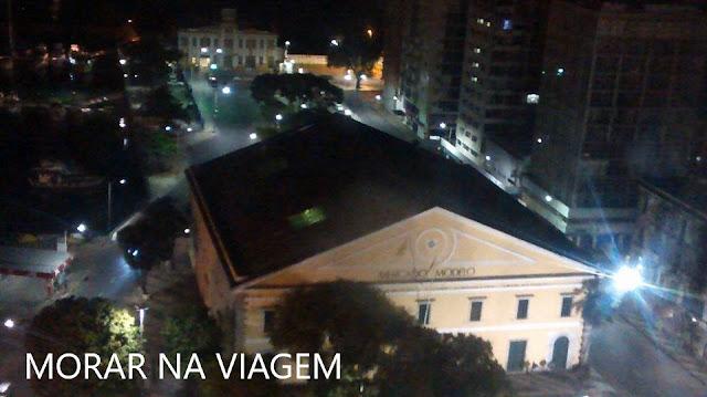 Vista do Mercado Modelo à noite