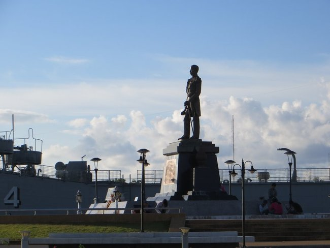 статую короля таиланда краби таун