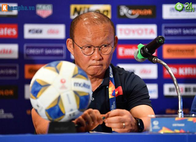 Thầy Park thân mật với HLV của UAE trước đại chiến ở giải U23 châu Á 6