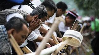 Bid'ah Berdalil Dengan Hadits Sendal Bilal